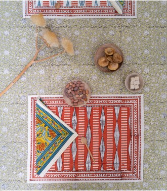 Graphic table mat
