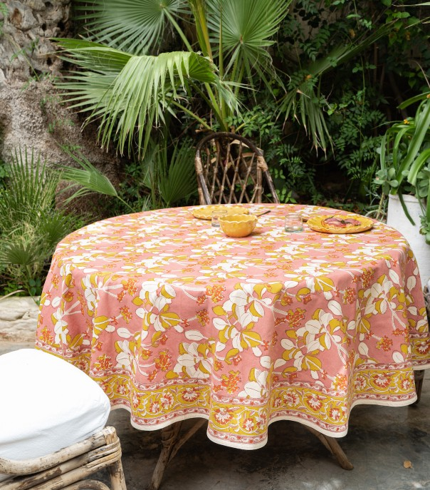 Round table cloth