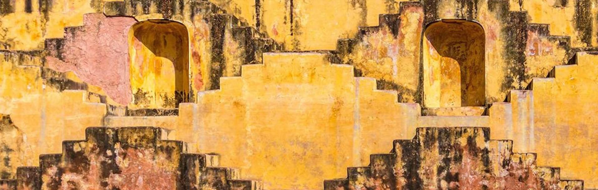 mur de couleur jaune