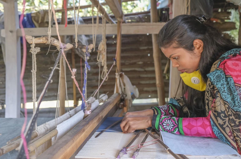 Tissage sur métier à tisser traditionnel
