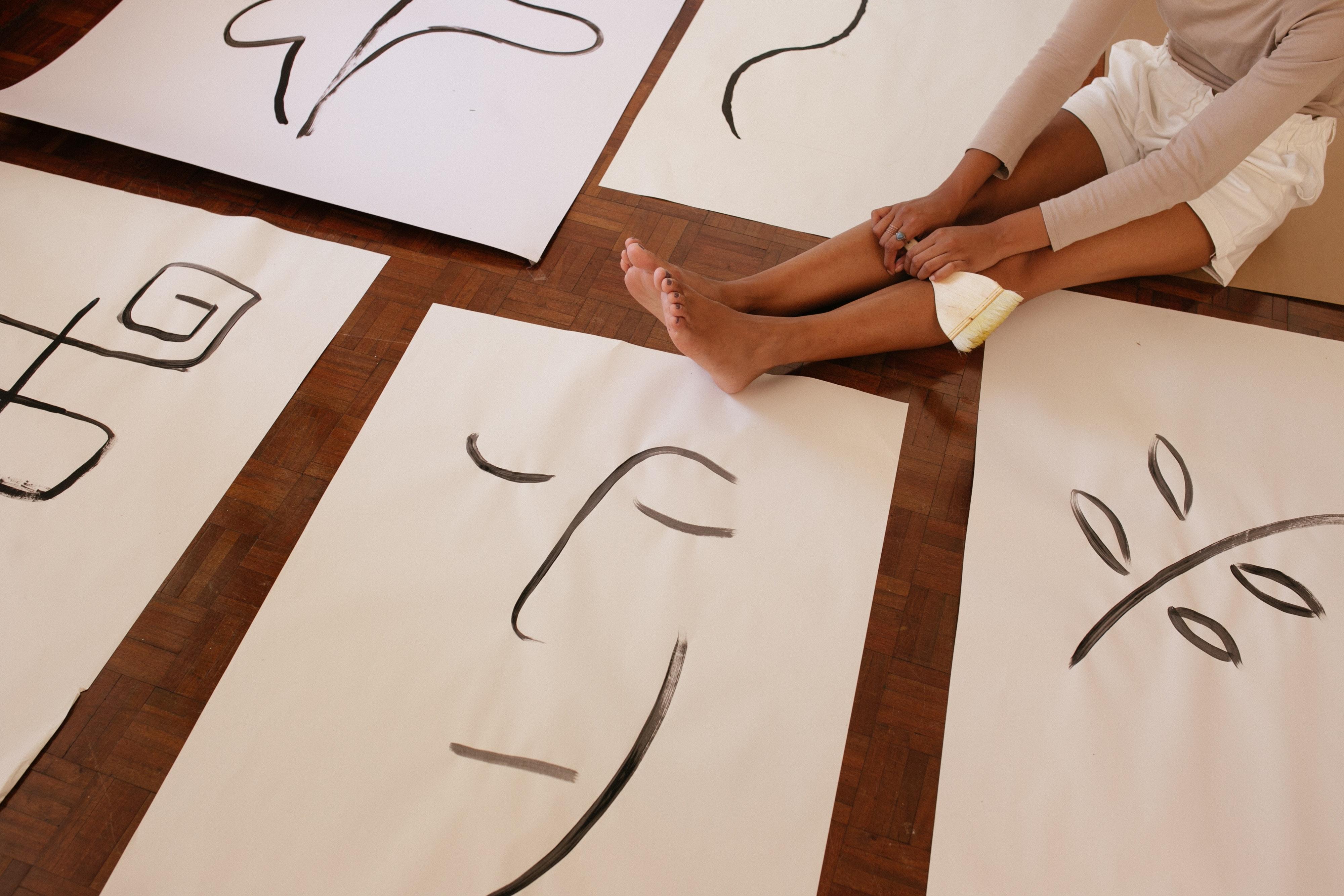 dessins sur papier blanc