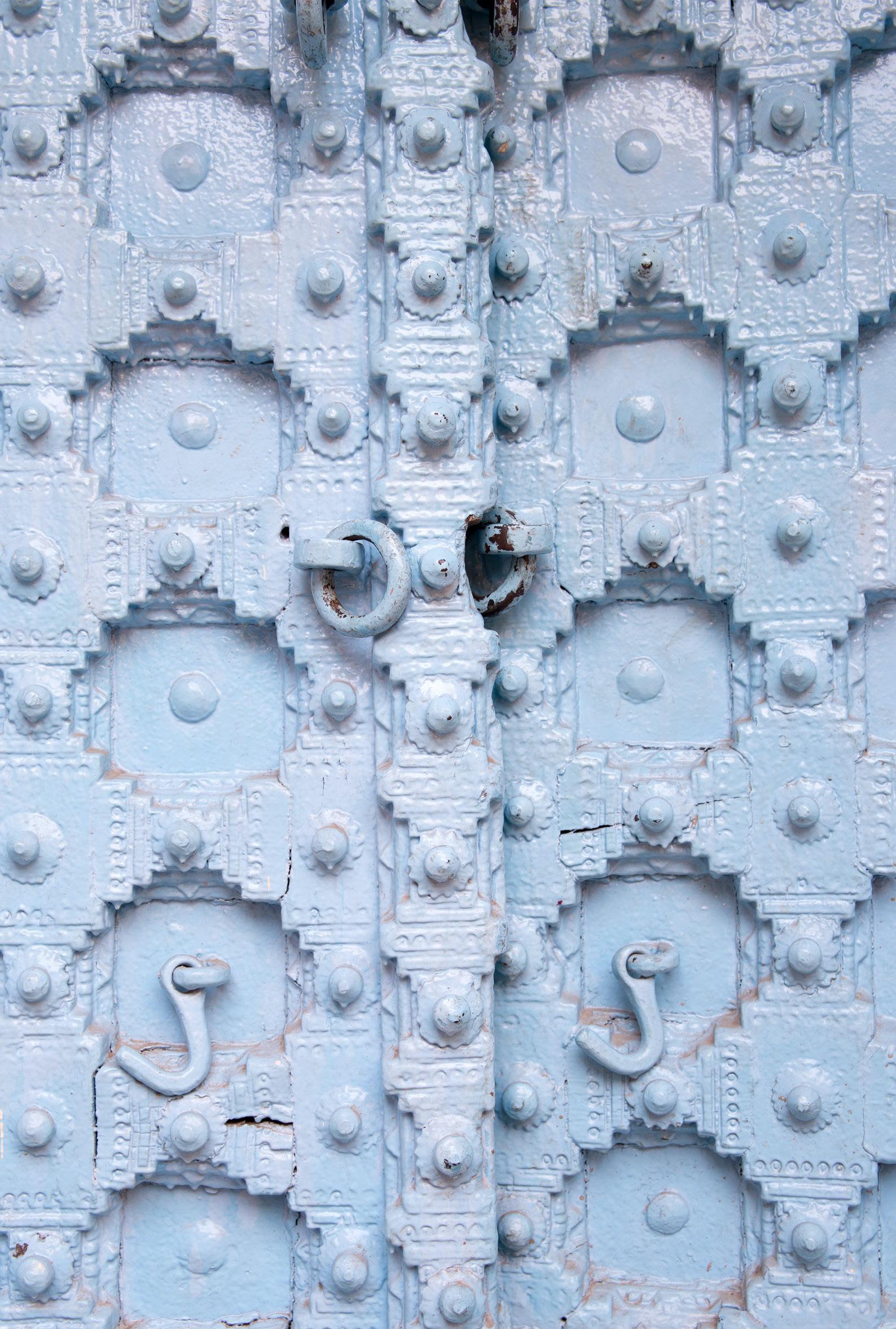 bleue door